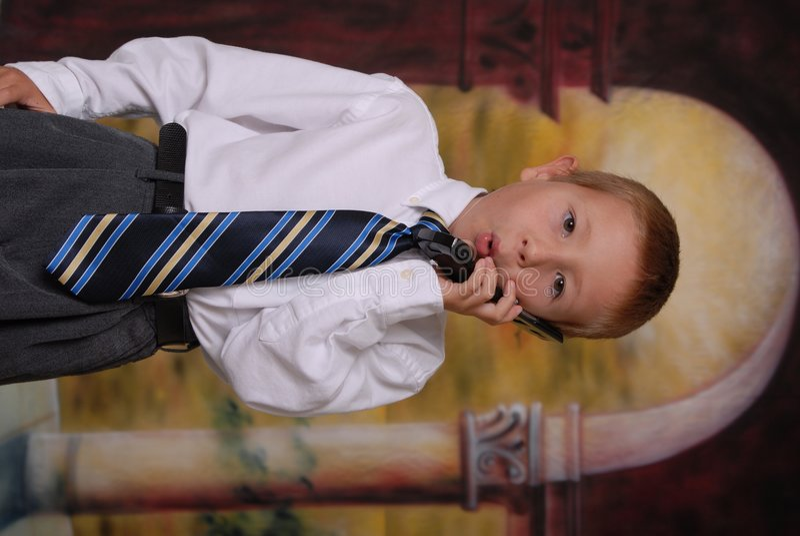 11 τηλεφωνικές νεολαίες αγοριών στοκ φωτογραφία με δικαίωμα ελεύθερης χρήσης