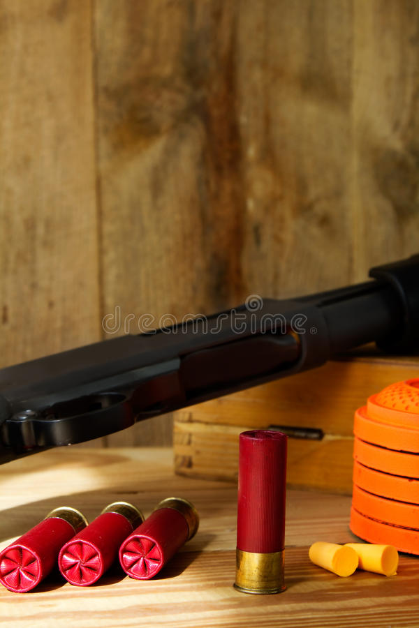 12 Gauge Shotgun, Shells, and Clay Pigeons royalty free stock photography