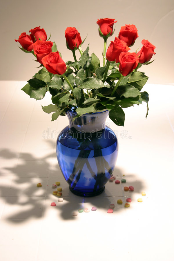 Free 12 Long Stem Red Roses In Vase Royalty Free Stock Photo - 57825
