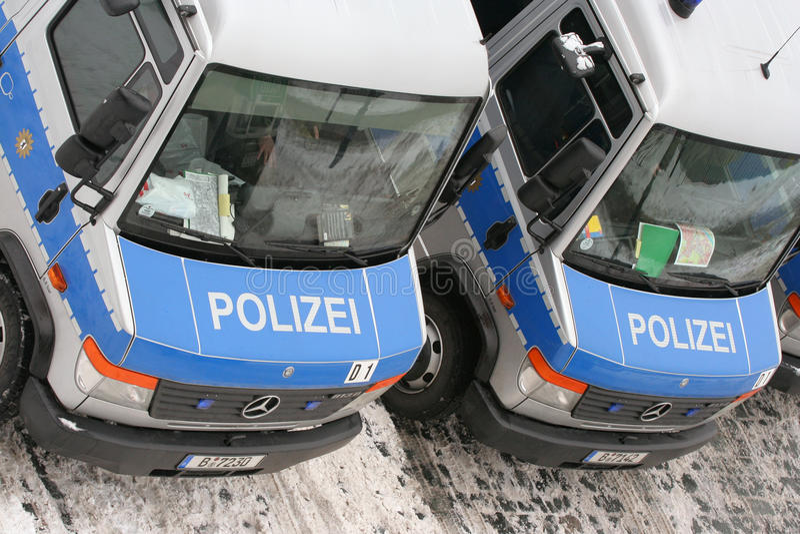 13汽车德累斯顿2月德国人警察 图库摄影