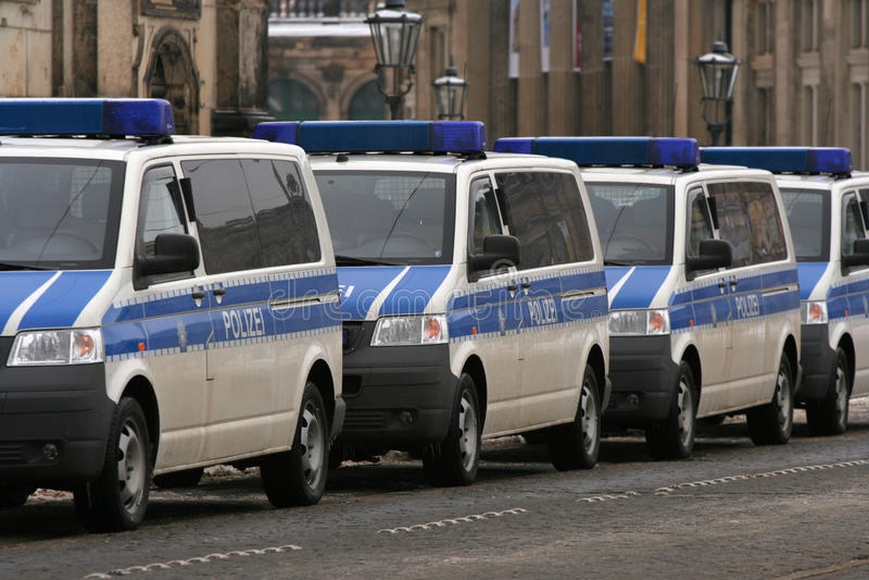 13 полиции немца dresden февраля автомобилей стоковые фотографии rf