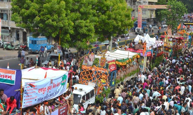 135o Muchedumbre del festival de Rathyatra en las calles imágenes de archivo libres de regalías