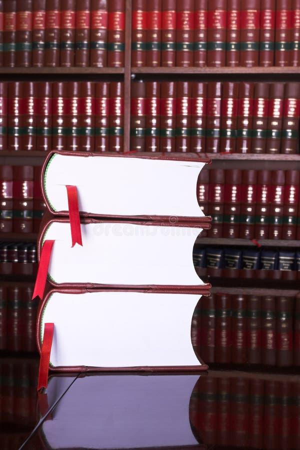 17 prawnych książek zdjęcia stock