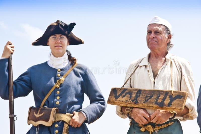 17th Århundradebrottsling och Guard royaltyfria bilder