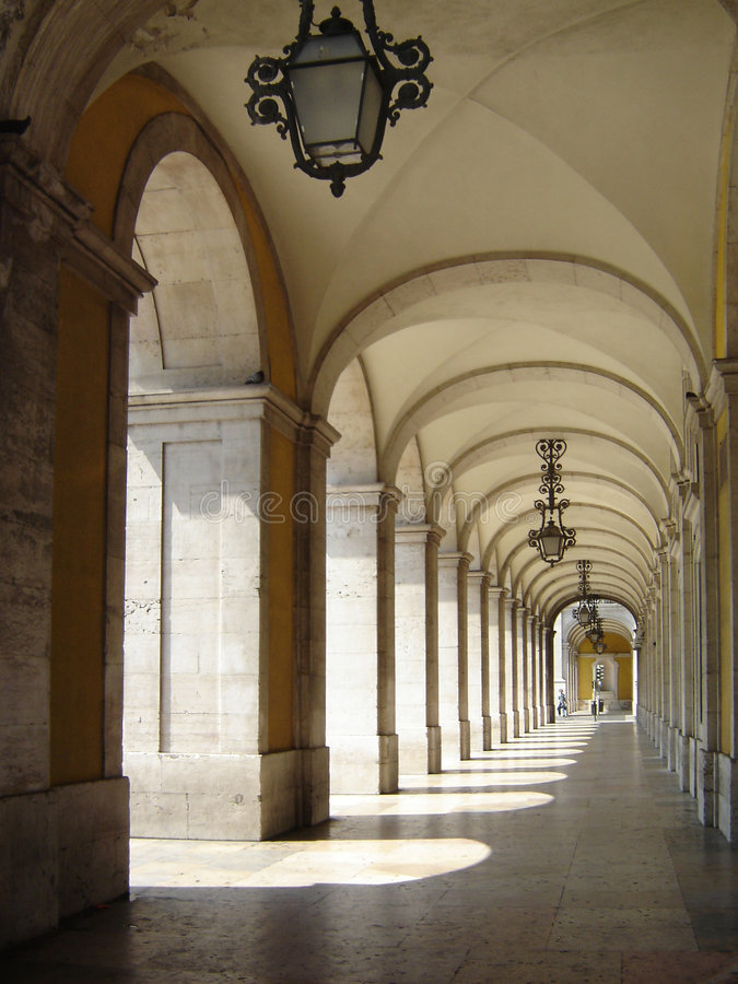18. Jahrhundert Säulengänge in Lissabon lizenzfreie stockfotos