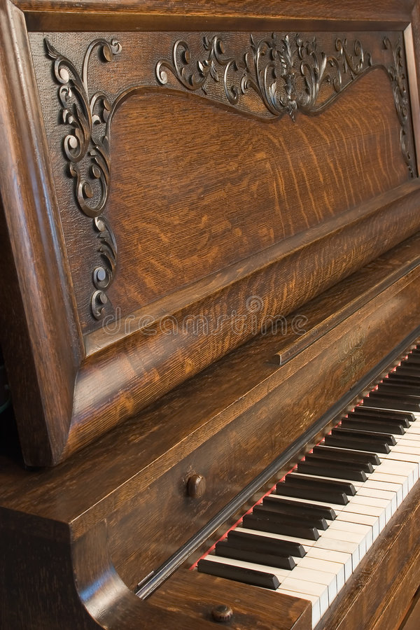 1s 8104 πιάνο κατακόρυφα στοκ εικόνα