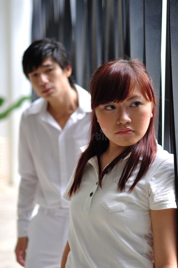 2个亚洲夫妇绝望年轻人 库存照片