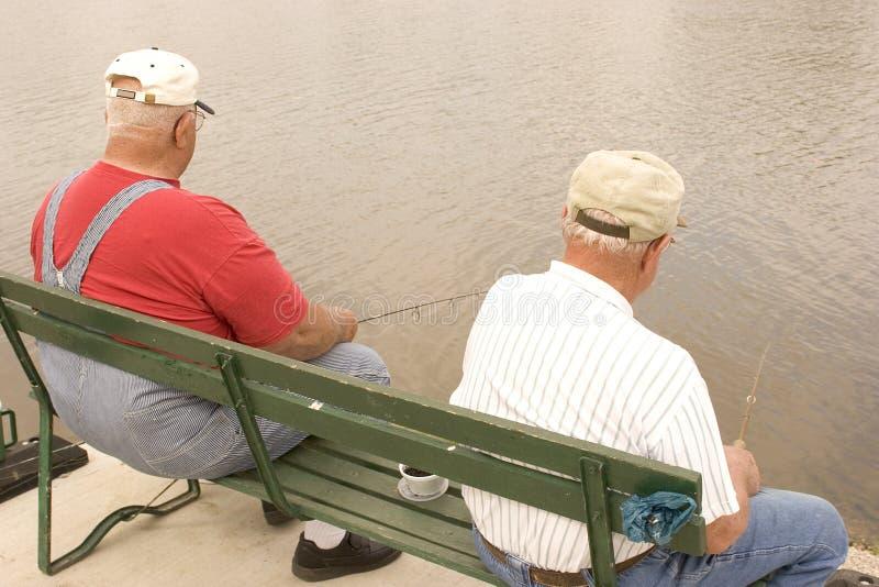 2个伙计钓鱼 库存照片