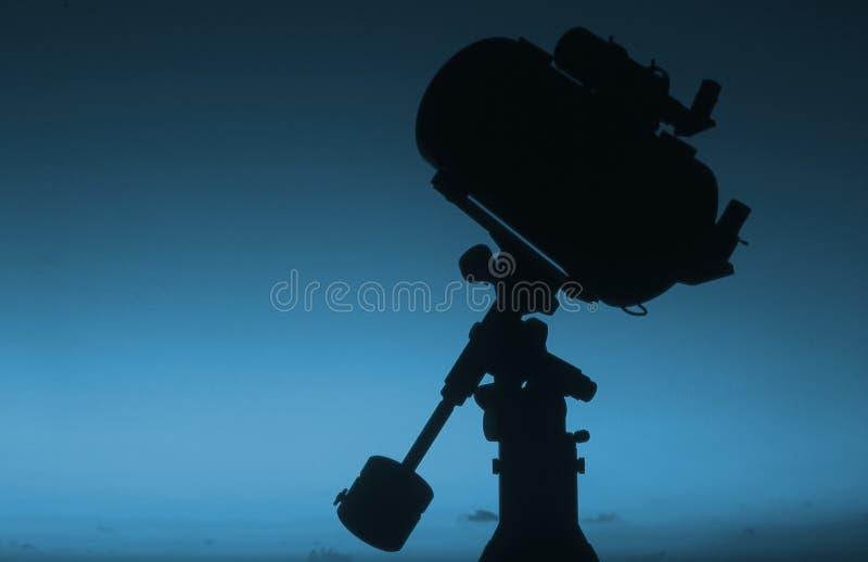 2个剪影日出望远镜 库存图片