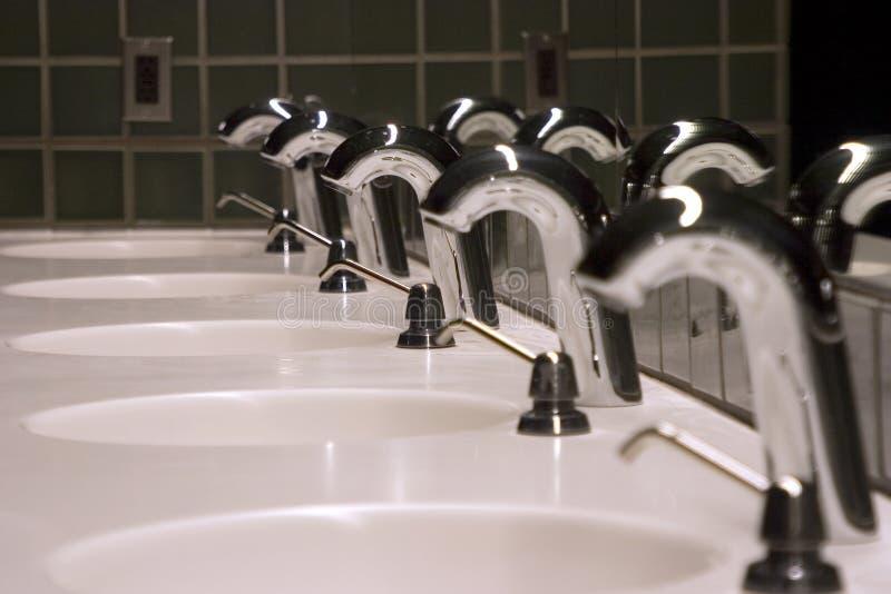 2个卫生间水槽 图库摄影