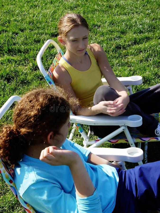 2个女孩公园 库存图片