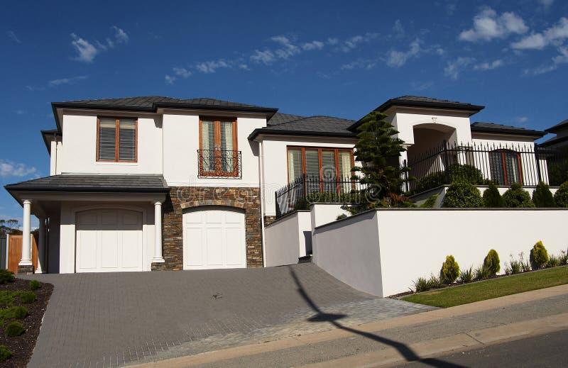 2个房子楼层白色 免版税图库摄影