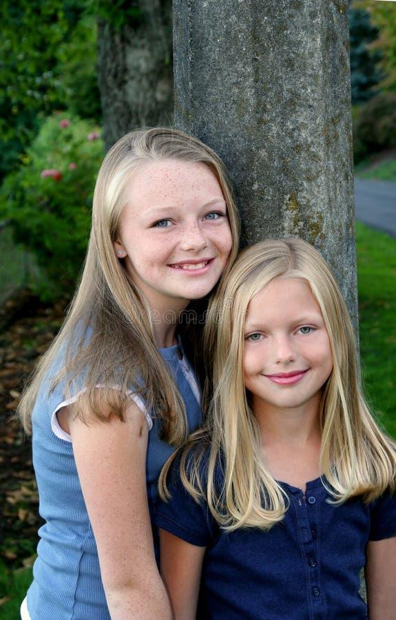 2个朋友姐妹 库存照片