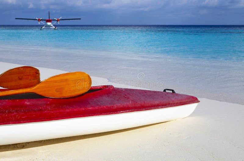 2个海滩小船红色 免版税图库摄影