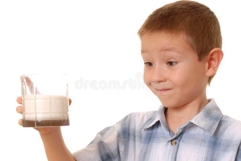 2个男孩牛奶 免版税库存图片