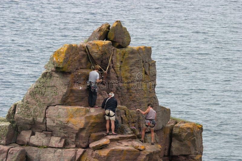2个登山人 免版税库存图片