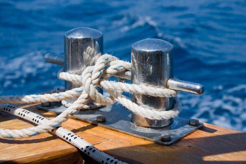 2个系船柱结 免版税库存照片