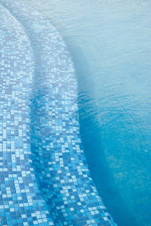 2个背景蓝色池 免版税库存照片