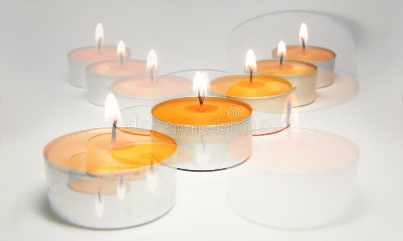 2个蜡烛交叉 免版税库存图片