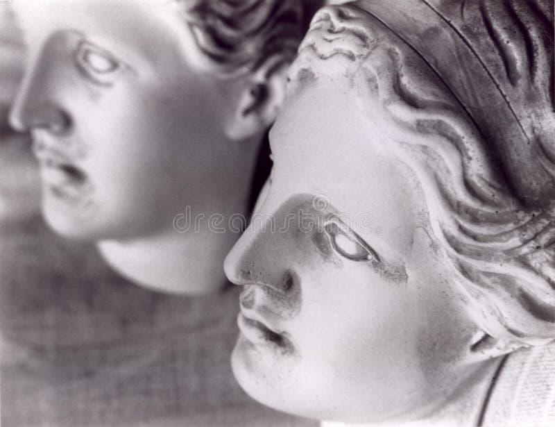 2个表面女性雕象 库存照片