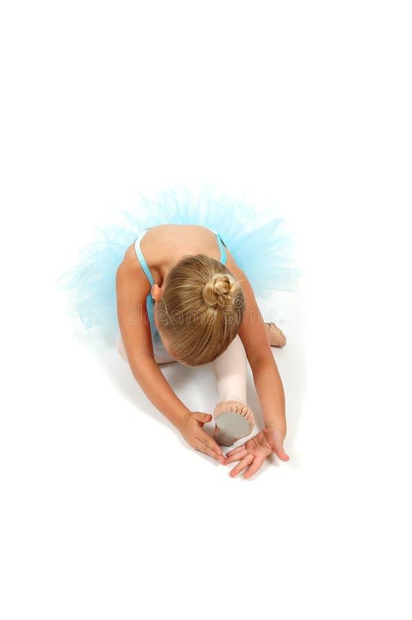 2位芭蕾舞女演员strech脚趾 免版税库存照片