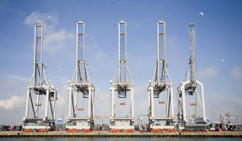 2台起重机港口 库存图片