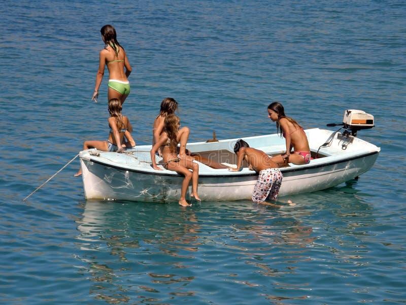 2小船儿童乐趣夏天 免版税库存图片
