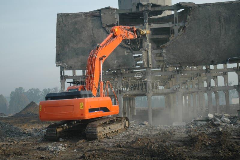2挖掘机的折除的废墟 免版税库存图片