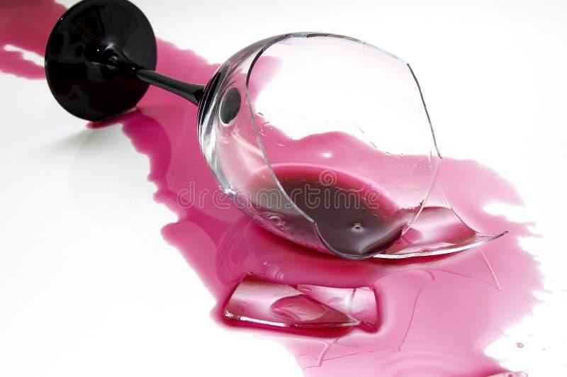 2残破的玻璃酒 免版税库存照片