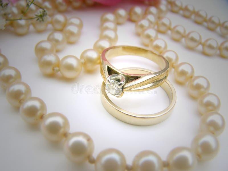 Download 2环形 库存照片. 图片 包括有 事情, 环形, 婚礼, 项链, 华伦泰, 珠宝, 相当, bambi, 订婚 - 59324
