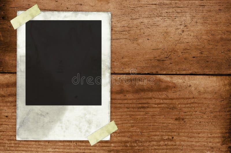 2纸张被困住对墙壁 免版税库存照片