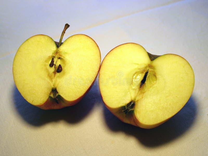 Download 2苹果halfs 库存照片. 图片 包括有 果子, 汁液, 口味, 详细资料, 缩放, 片式, 黏浆状物质, 申请人 - 62052
