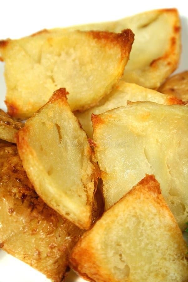 2被烘烤的烤箱土豆皮 免版税图库摄影