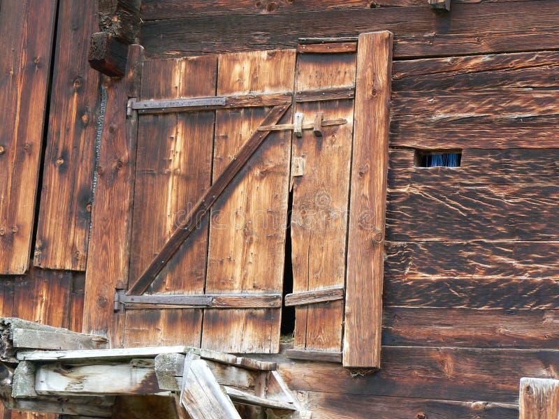 2门被风化的木 库存图片