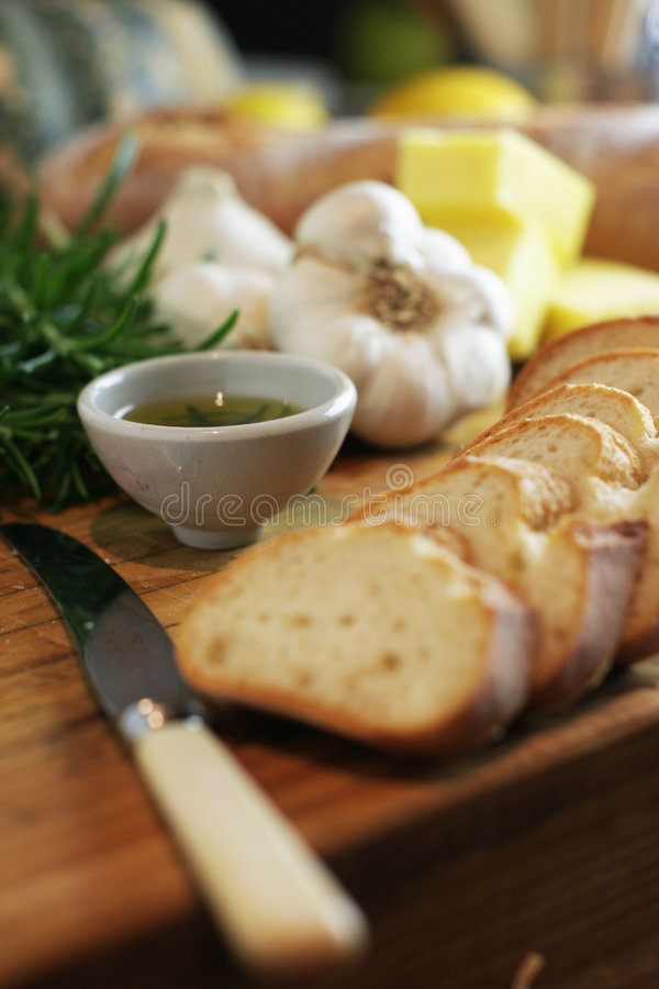 2面包大蒜迷迭香片式 图库摄影