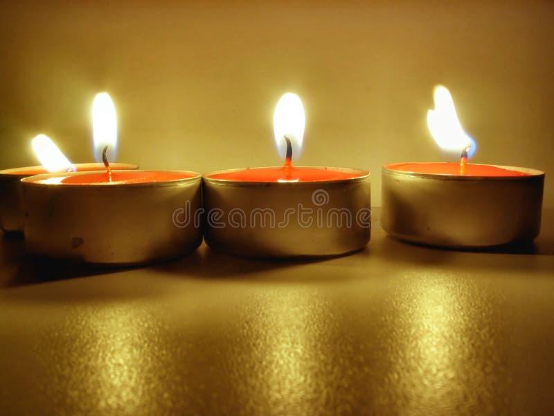 2 αναμμένα tealights στοκ εικόνες