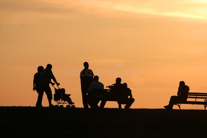 2 οικογενειακές σκιαγραφίες στοκ φωτογραφία με δικαίωμα ελεύθερης χρήσης