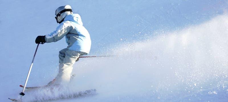 2 προς τα κάτω κάνοντας σκι στοκ εικόνες