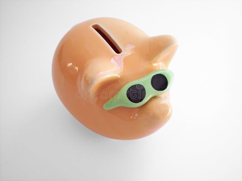 2 συμπεριλαμβανόμενο τράπεζα μονοπάτι piggy στοκ φωτογραφία