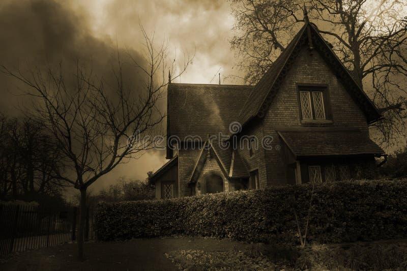 2 συχνασμένο σπίτι στοκ φωτογραφία με δικαίωμα ελεύθερης χρήσης