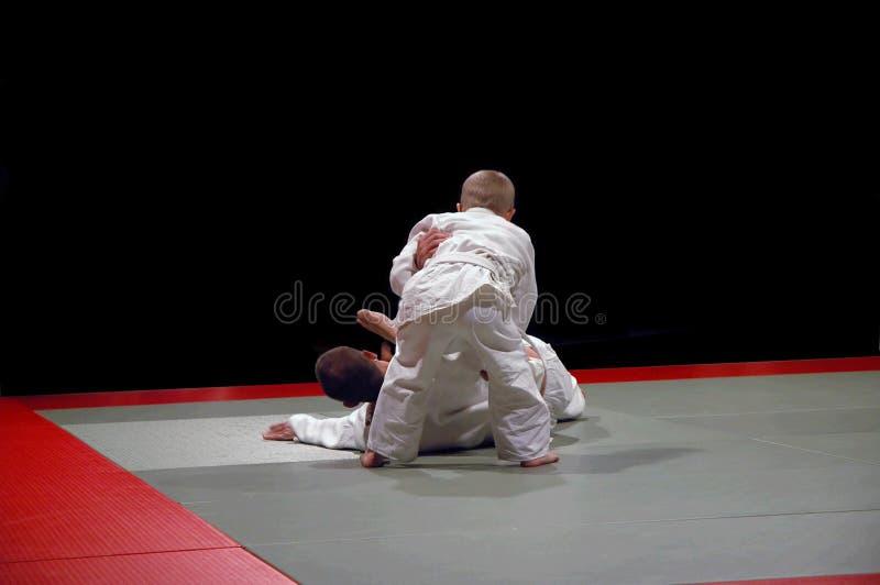 2 выигрыша малыша judo стоковые фото