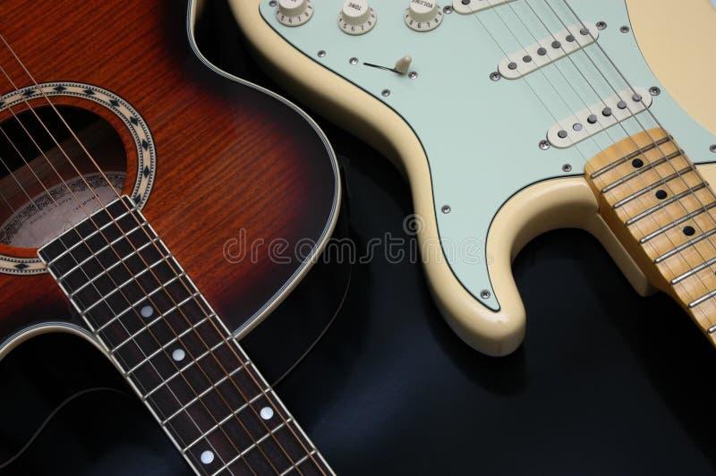 Download 2 гитары крупного плана стоковое фото. изображение насчитывающей нот - 482452