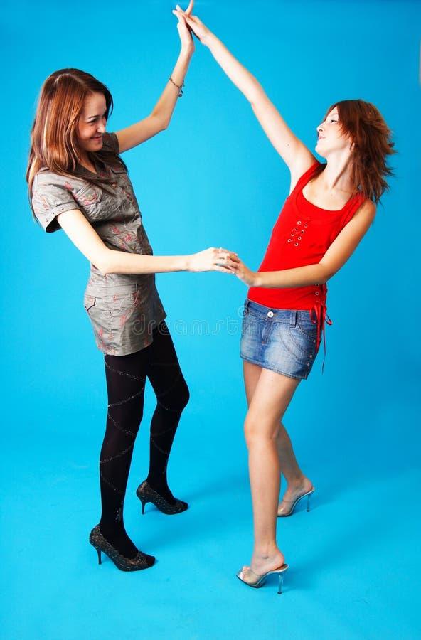2 девушки танцы предназначенной для подростков стоковая фотография rf