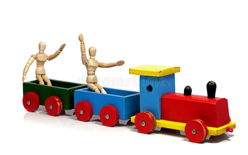 2 деревянных куклы сидя на поезде стоковые изображения rf