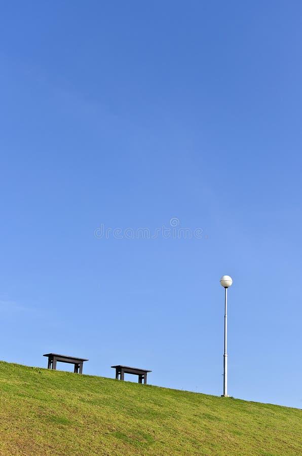 2 деревянных стенды и светильника Поляк стоковое изображение rf