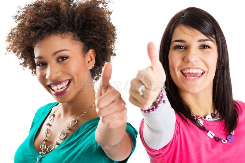 2 друз показывая большой палец руки вверх по знаку стоковое изображение