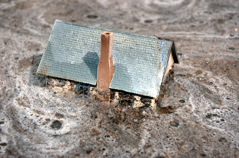 2 затопленная дом стоковое изображение rf