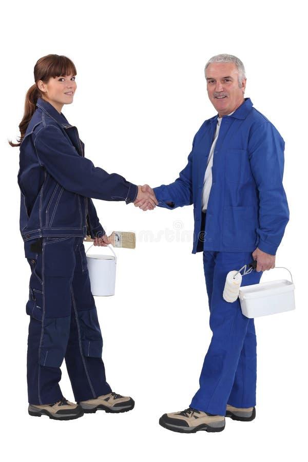 2 колеривщика трястия согласование рук стоковое изображение rf