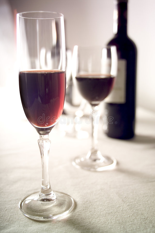 2 стекла красного вина стоковое изображение rf