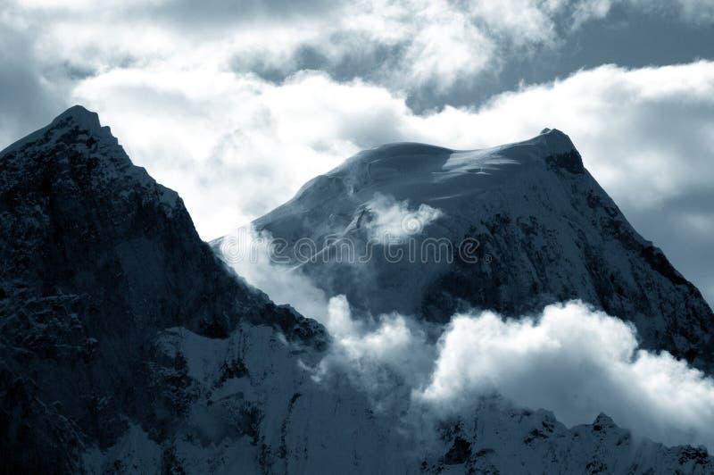 Download 2 3个huandoy顶层 库存照片. 图片 包括有 深深, browne, 上升, 有阴影的情, 影子, 无过失的 - 187608